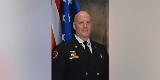 Captain Bobby Davidson, who was flying home with his family from vacation, rendered assistance to the passenger and was able to prevent an emergency landing.