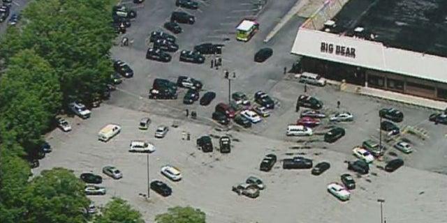 <strong> Un ayudante del alguacil del área de Atlanta recibió un disparo el lunes cuando un hombre abrió fuego en el supermercado Big Bear durante una disputa con una mujer, dijeron las autoridades.  (WAGA-TV) </strong>