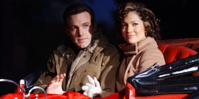 Après être apparus ensemble dans «Gigli», les deux ont filmé «Jersey Girl» l'un avec l'autre.  En novembre 2002, Jennifer Lopez a confirmé que Ben Affleck lui avait proposé.  La bague en diamant rose de 6,1 carats aurait coûté 2,5 millions de dollars à l'acteur oscarisé.
