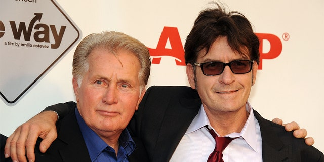 Martin Sheen (links) is proud of his son Charlie Sheen.