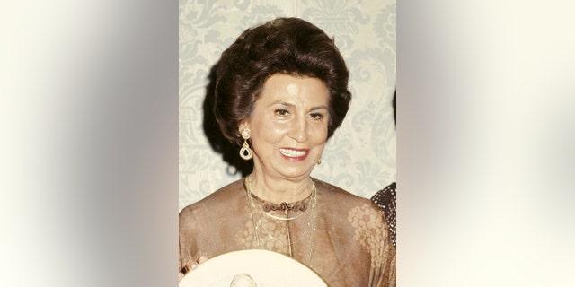 Nancy Sinatra Sr. never remarried.