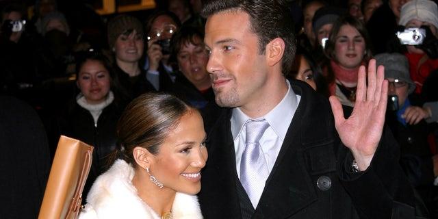 Jennifer Lopez and Ben Affleck enjoy steamy makeout session, PDA-filled dinner in Los Angeles.jpg