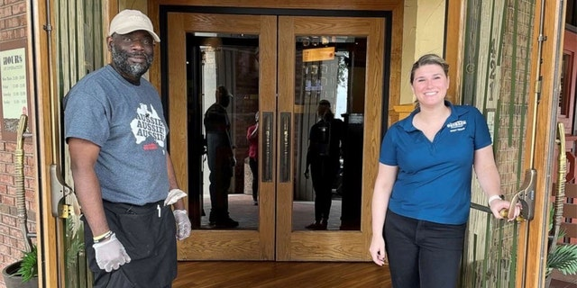 Laura Hodges and Kenneth Smith outside Outback Steakhouse in Fort Worth, Texas.