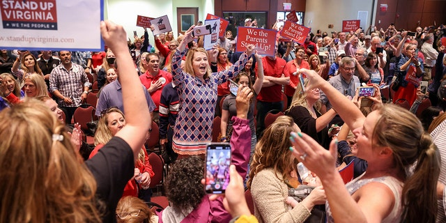 Amy Jahr sings the Star Spangled Banner after a Loudoun County School Board meeting was halted by the school board because the crowd refused to quiet down, in Ashburn, Virginia, U.S. June 22, 2021. REUTERS/Evelyn Hockstein