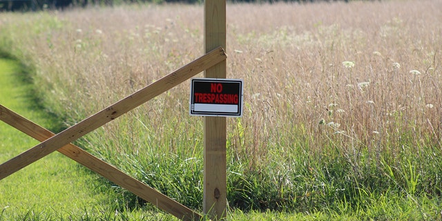 A no trespassing sign is spotted outside of the Reber family home, likely due to Duggar's stay at the property.