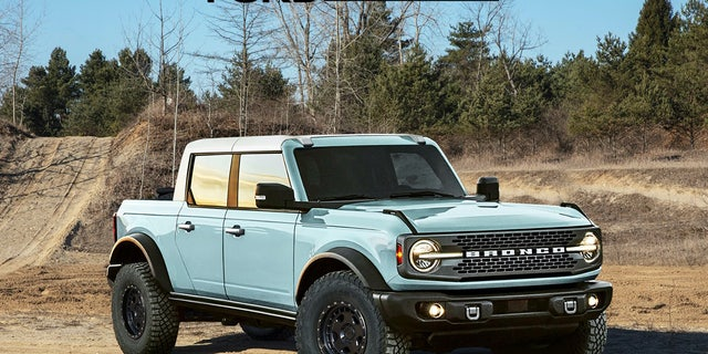 This Ford Authority rendering imagines what a 2021 Ford Bronco would look like as a pickup.