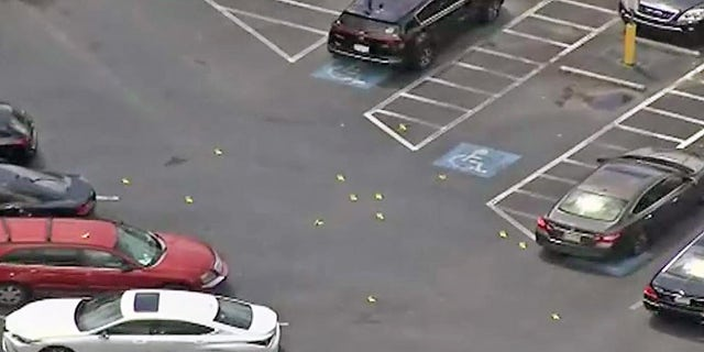 A shootout erupted outside the Southlake Mall in Morrow, 嘎。,