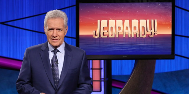 """This image released by Jeopardy! shows Alex Trebek, host of the game show """"위험!""""  Filling the void left by Trebek after 37 years involves sophisticated research and a parade of guest hosts doing their best to impress viewers and the studio that will make the call."""