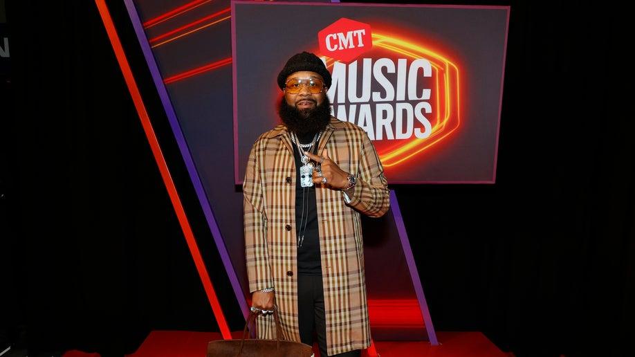 2021 CMT Music Awards red carpet fashion