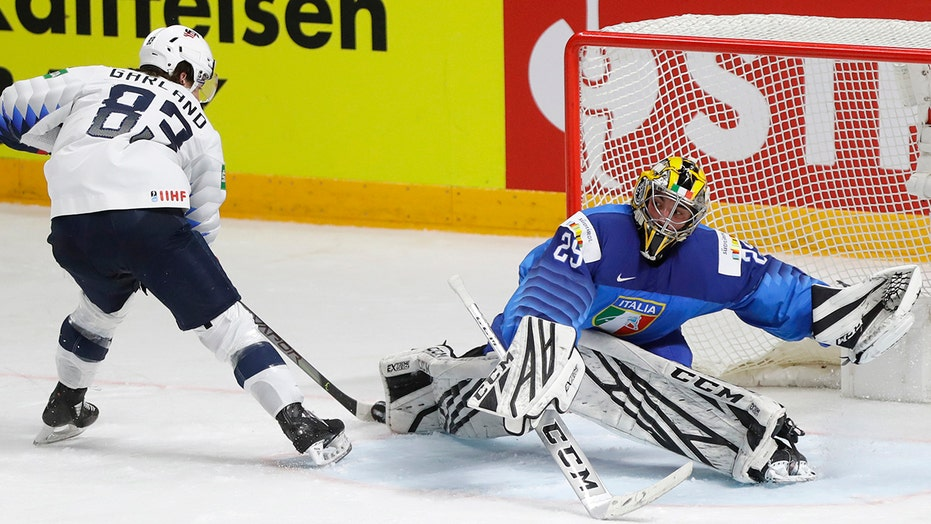US wins group at world hockey, Canada reaches quarterfinals