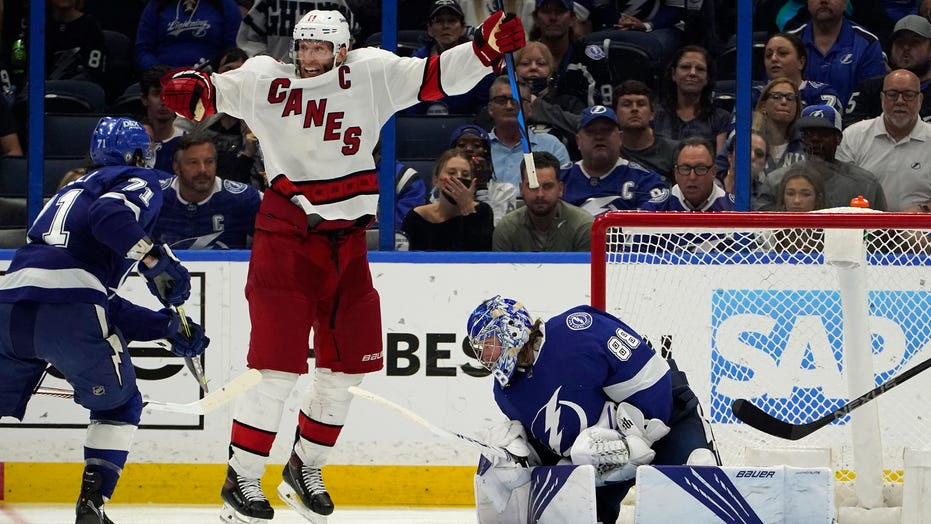 Staal scores in OT, Hurricanes beat Lightning in Game 3