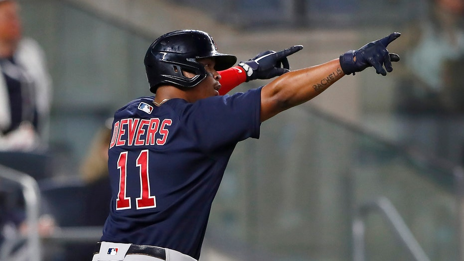 Red Sox get ML-best 20th comeback win, beat Yankees 7-3