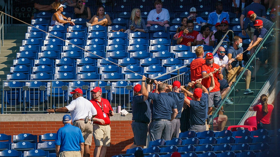 Netting collapses, Phils beat Nats; Voth HBP, broken nose