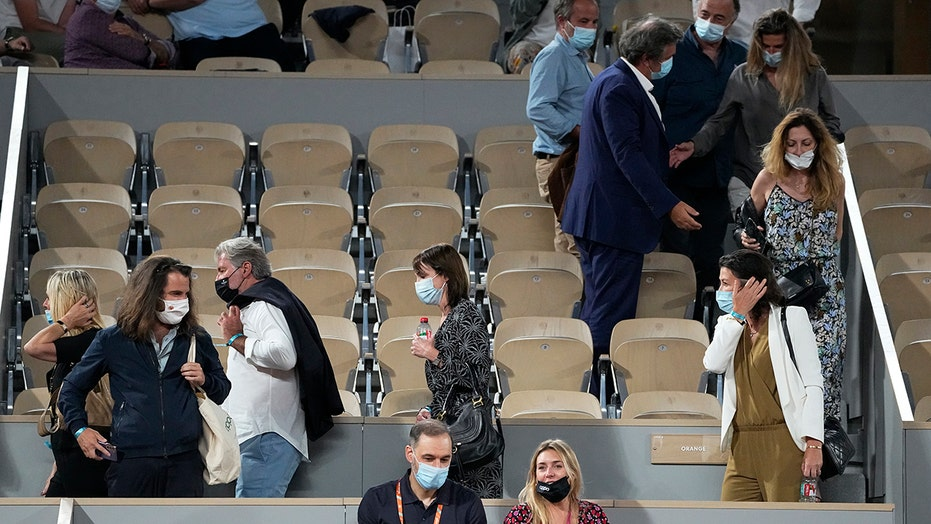 French Open fans unhappy as COVID curfew imposed at 11 p.m.