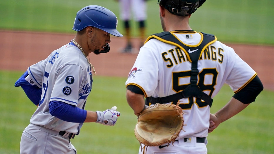 Betts homers, Urias picks up 9th win as Dodgers top Pirates