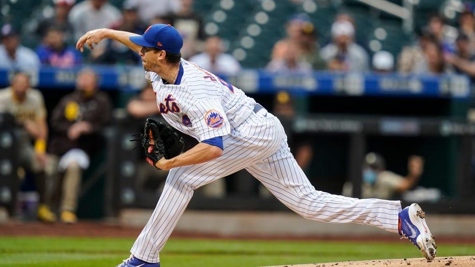 Mets' deGrom leaves with flexor tendinitis in win vs Padres