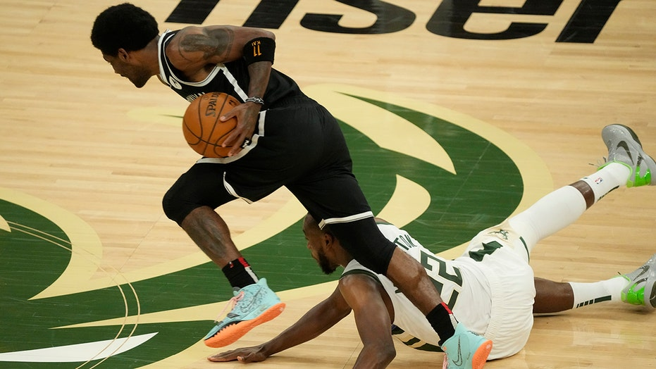 Irving leaves Game 4 of Nets-Bucks series with injury