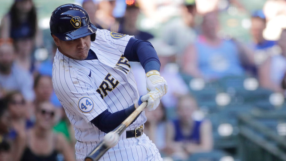 García, Yelich help Brewers sweep Pirates with 5-2 win