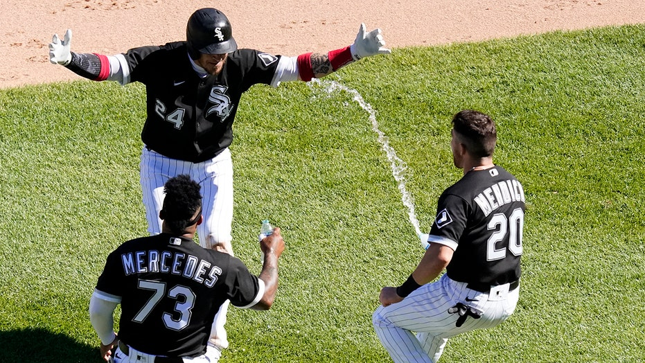 Grandal's single in 10th gives White Sox 8-7 win over Rays