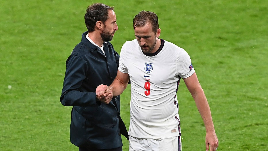 Southgate not replacing misfiring Kane in England attack
