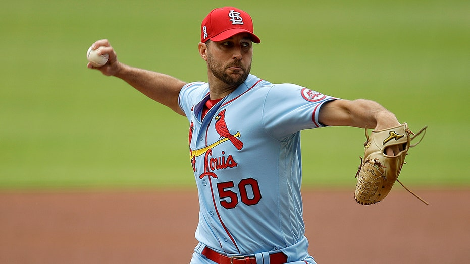 Wainwright pitches 3-hitter, Cards top Braves 9-1 in opener