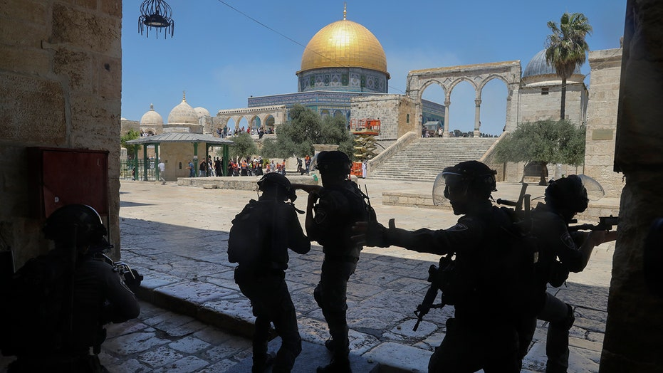 Palestinians, settlers clash in Sheikh Jarrah neighborhood