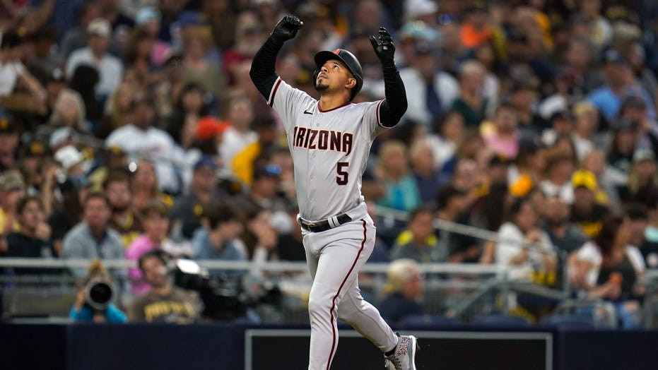 Dbacks rout Padres 10-1, end record 24-game road losing skid