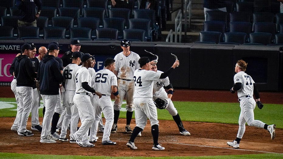 Frazier's 11th-inning HR lifts slumping Yankees over Rays