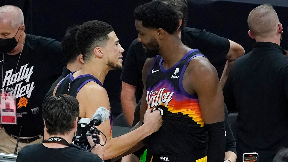 Suns' Devin Booker shoves Clippers' DeMarcus Cousins after game-winner