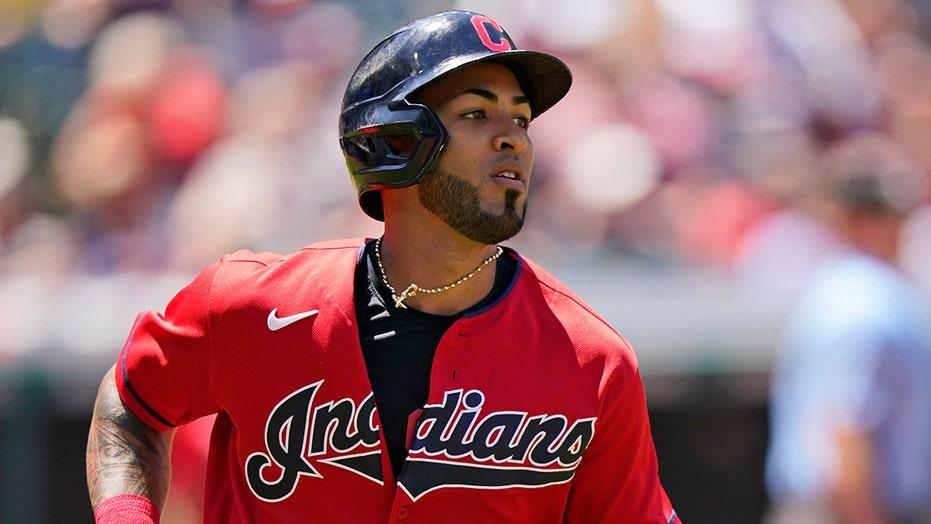 Indians' Eddie Rosario caught in bad baserunning blunder, redeems himself with clutch hit