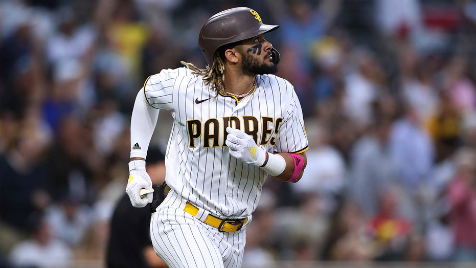 Pads star Tatis on 10-day injured list with shoulder trouble