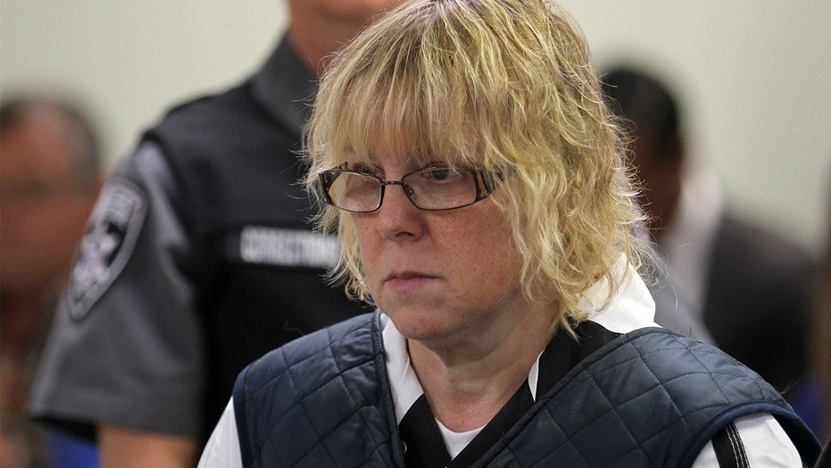 Former prison worker flirted with inmates before helping two killers escape, doc says