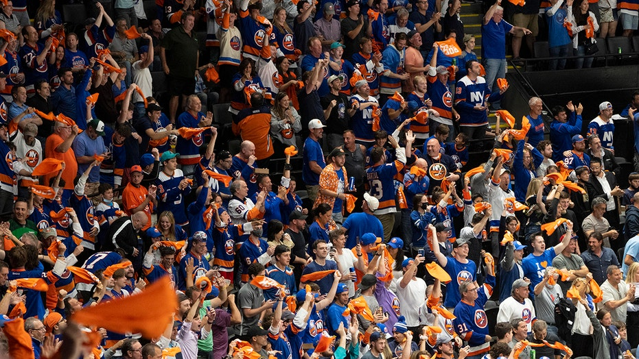 Islanders fans belt out National Anthem in viral moment ahead of Game 6 victory over Bruins