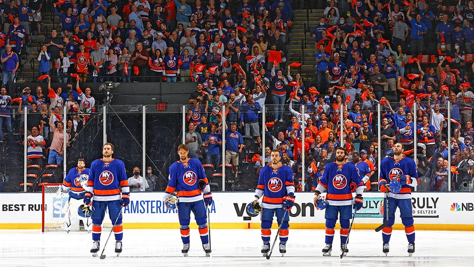 Islanders national anthem singer details viral moment: 'Our country coming together as one'