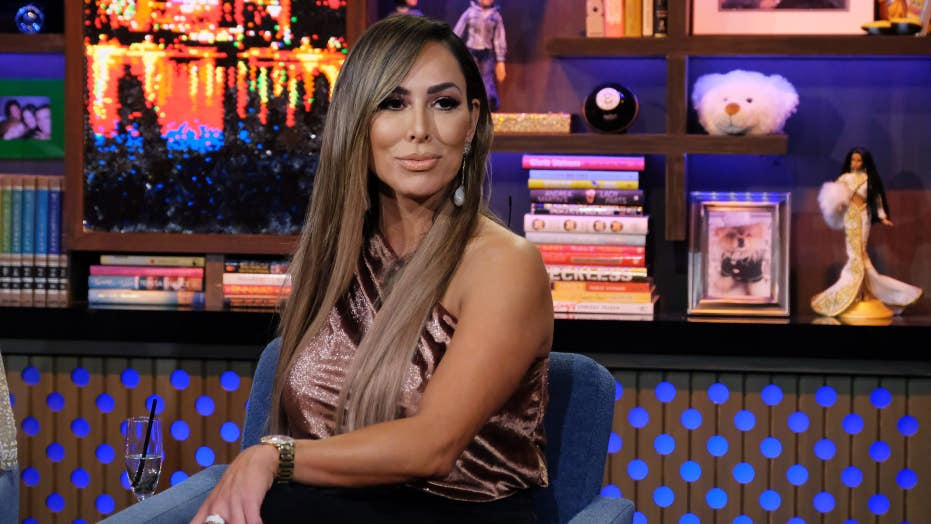 'RHOC' star Kelly Dodd says she was 'blindsided' by exit from show: 깨어났다, broke' people 'love to hate me'