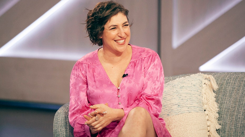 Mayim Bialik's 'Jeopardy!' guest hosting debut gets rave reviews from viewers, herself