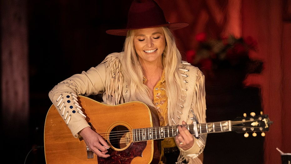 CMT Music Awards nominee Miranda Lambert wows with campfire performance of 'Tequila Does,' honors Texas roots