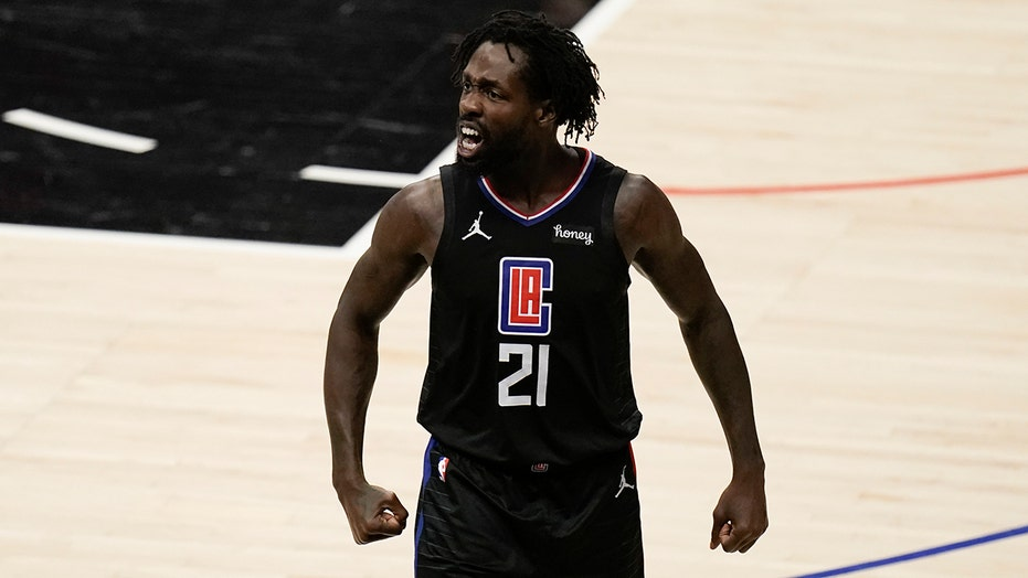Clippers' Patrick Beverley shoves Chris Paul amid Suns' blowout in series-deciding game
