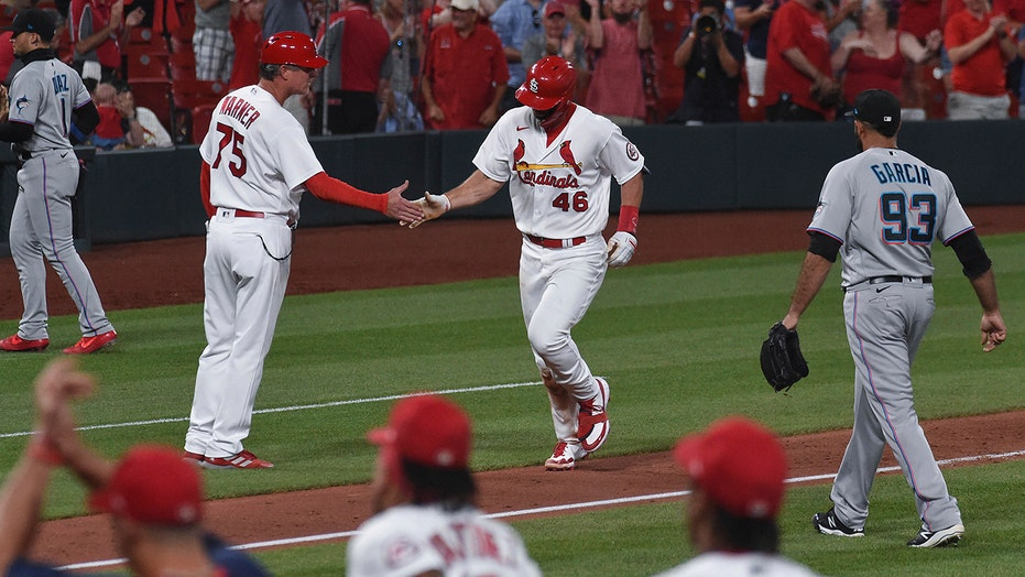 Goldschmidt hits game-ending HR, Cardinals beat Marlins 2-1