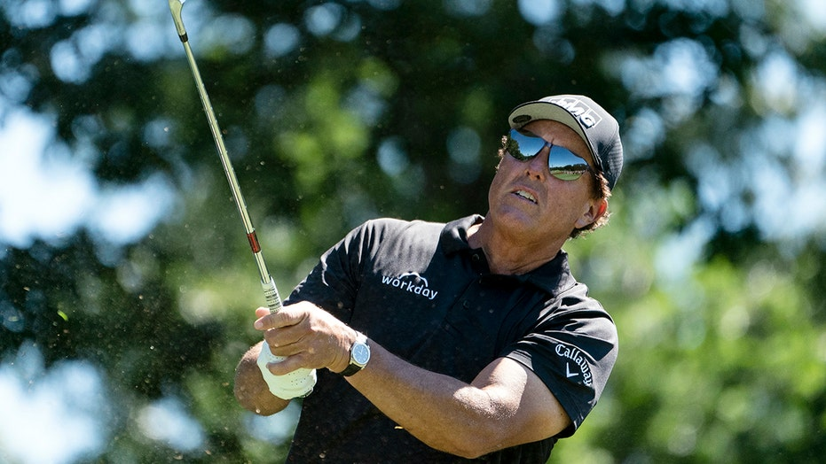 2-time winner Mickelson needs to make move at Travelers