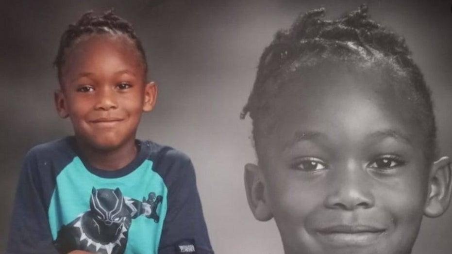 Uomo della Carolina del Sud accusato di un ragazzo, 7, sbranato a morte dai cani