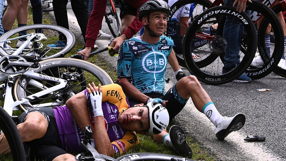 Tour de France fans under scrutiny after one spectator caused pile-up