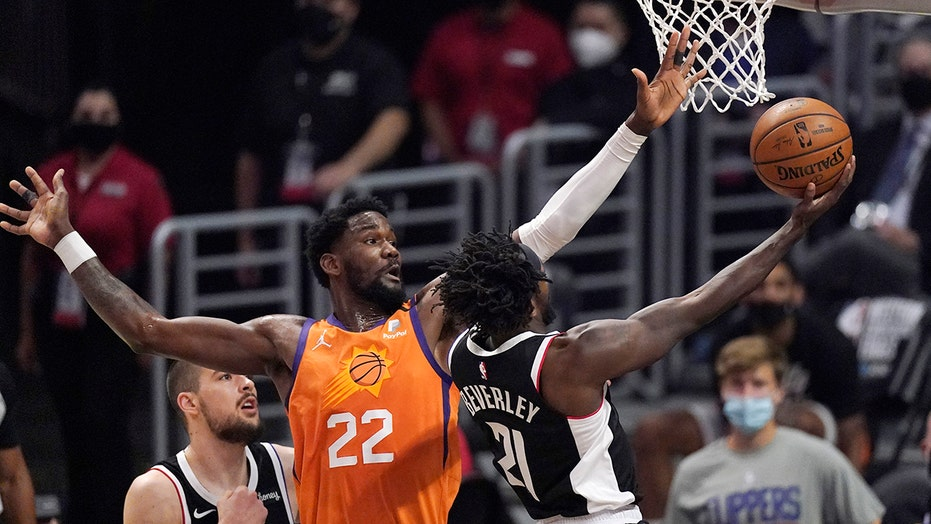 Suns' Deandre Ayton nails half-court granny shot ahead of potential series-clinching game