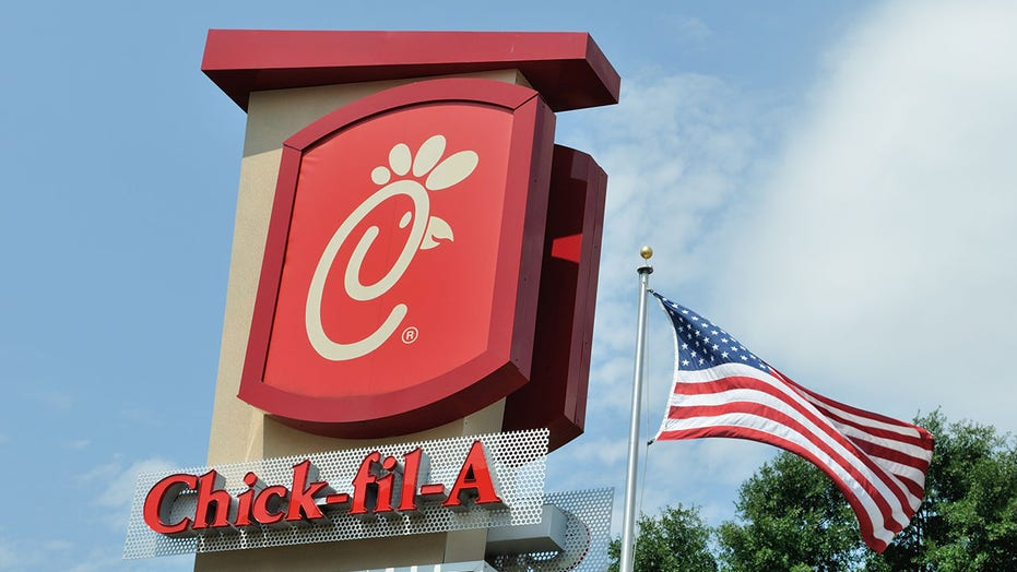 Chick fil A sauce sparks attack at Kansas grocery store: report