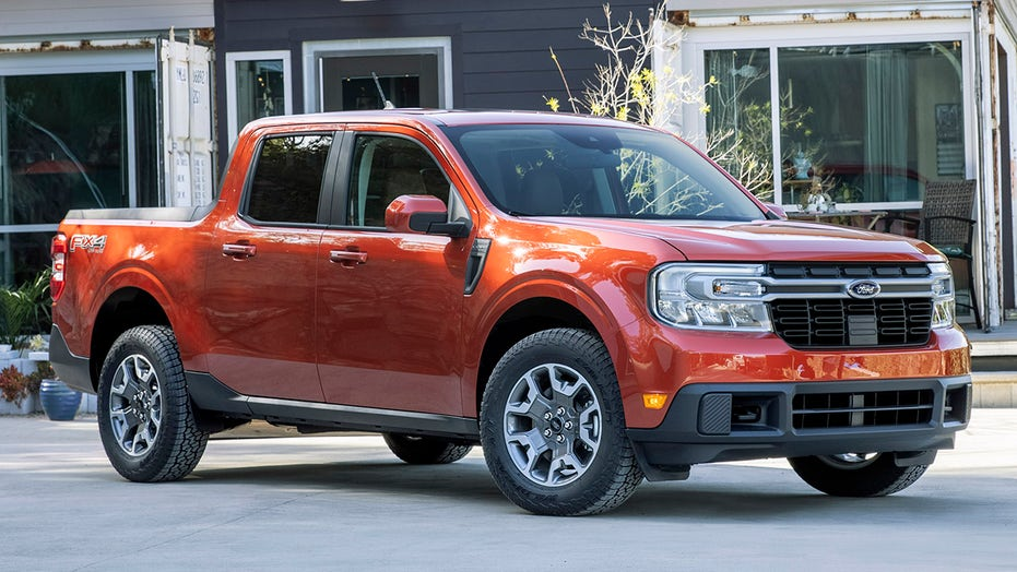 2022 Ford Maverick compact pickup revealed with hybrid power and $19,995 price