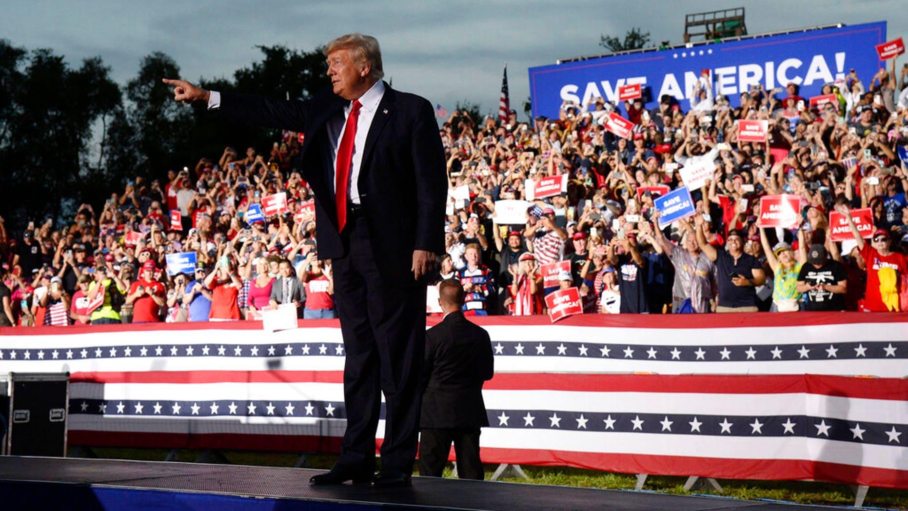 Trump makes no mention of DeSantis at Florida rally AP21185090852919