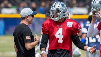 Cowboys' Prescott leaves camp practice with shoulder strain