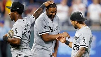 Jiménez hits 3-run HR, rallies White Sox past Royals 5-3