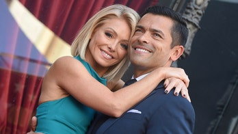 Kelly Ripa claps back at fan's claim she used a filter on natural selfie with Mark Consuelos: 'It's the angle'