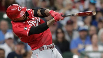 Castellanos gets key hit as Reds beat Brewers 3-1